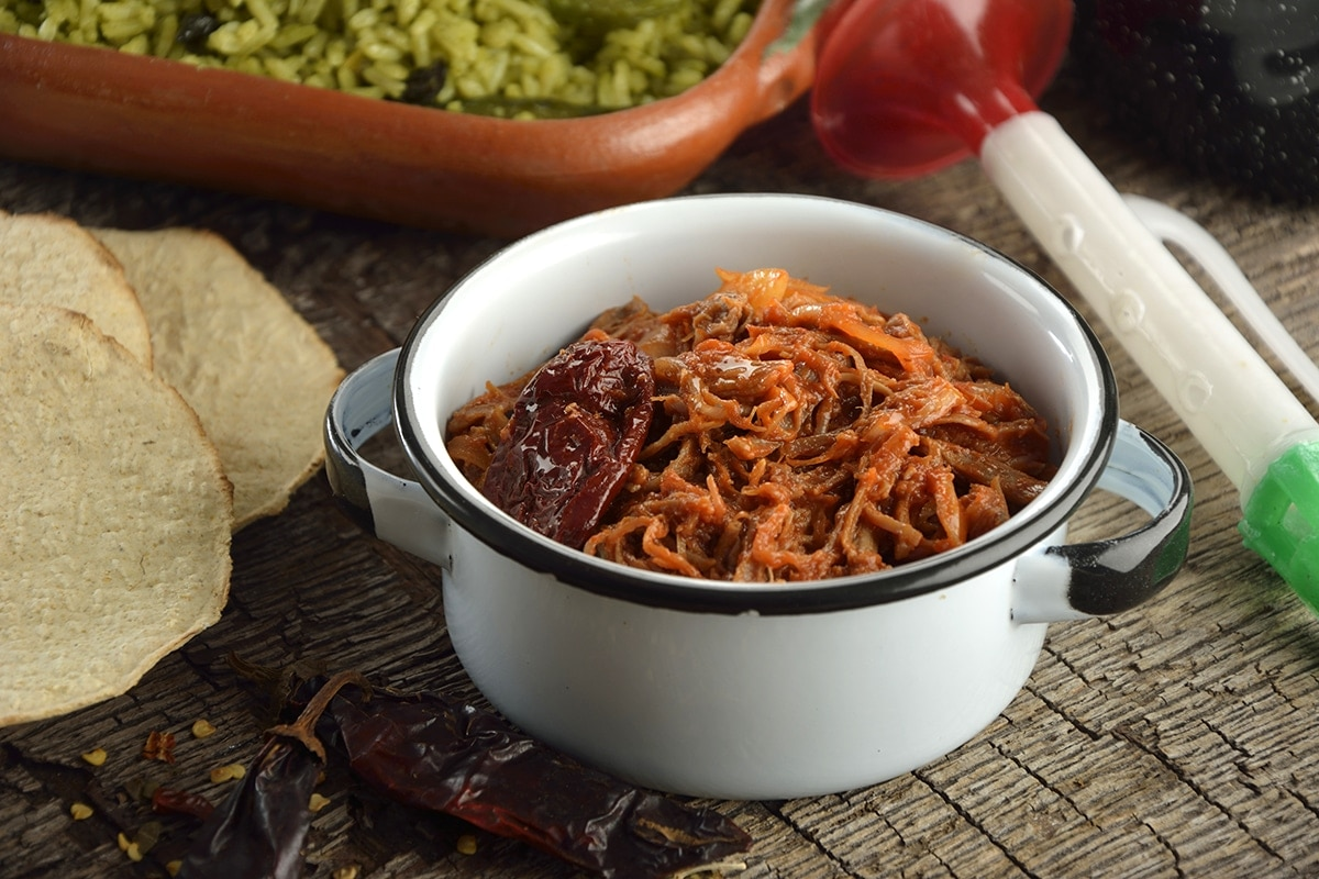 El pltaillo de tinga de Res es uno de los platillos mexicanos con más tradición, comida completamente casera muy rica, sabrosa y se puede acompañar con casi todo.