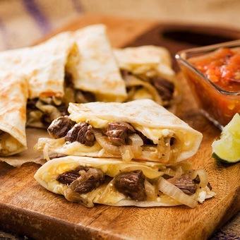 Quesadilla de barbacoa, chorizo, bisteck, pastor, machito