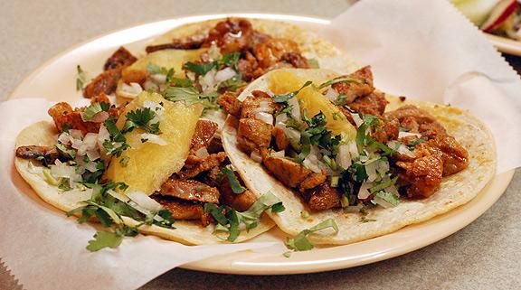 Gran variedad de tacos. Tacos al pastor, tacos de Bisteck, tacos de Chorizo, tacos de Barbacoa, tacos de Machito ...